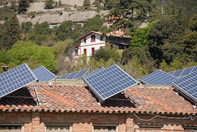 La generación distribuida se ubica cerca del consumidor / Medi Ambient. Generalitat de Catalunya.