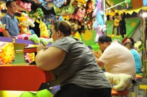 Además de las consecuencias para la salud física, las personas obesas se enfrentan a un considerable estigma social. / Emilio Labrador