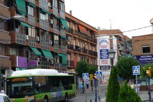 El centro urbano: viviendas, comunicaciones, gente, servicios, tráfico | Juan José Villalón
